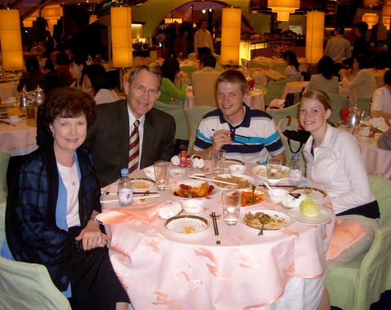 Becky & Pitt in Hong ,  5-06 060