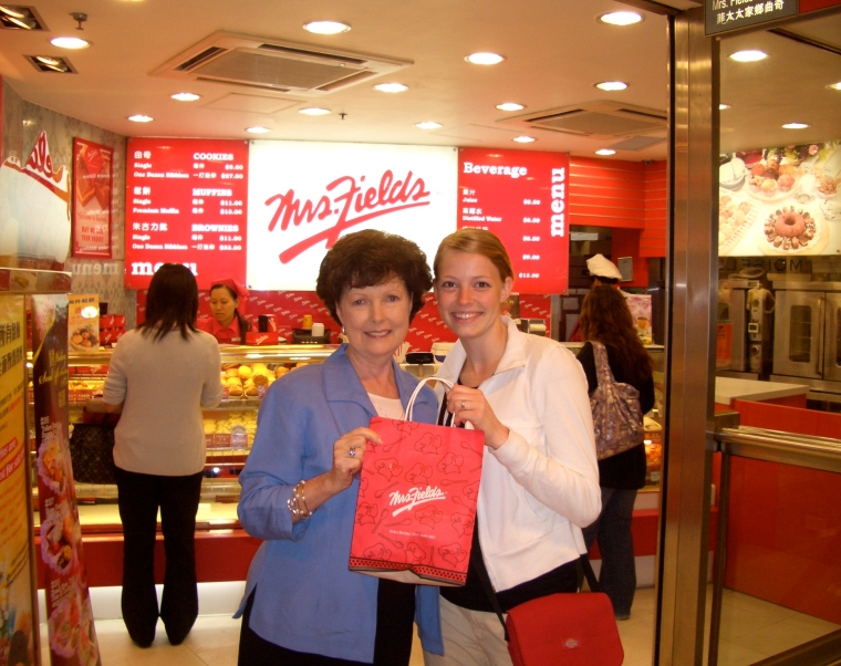 Becky & Pitt in Hong ,  5-06 062